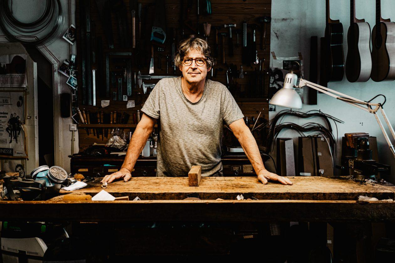 Otto Vowinkel (luthier), fotografie door Daisy Ranoe
