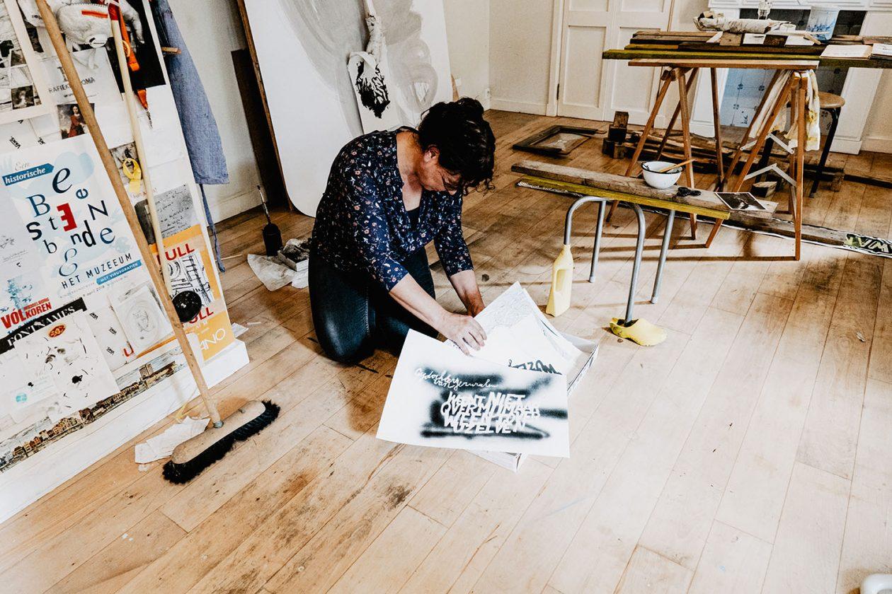 Fotografie kunstenaar Liesbeth Labeur door Daisy Ranoe